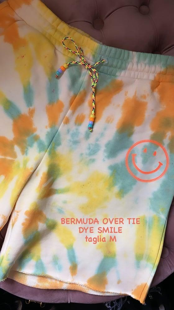 Image of BERMUDA FELPA OVER TIE DYE SMILE TAGLIA M