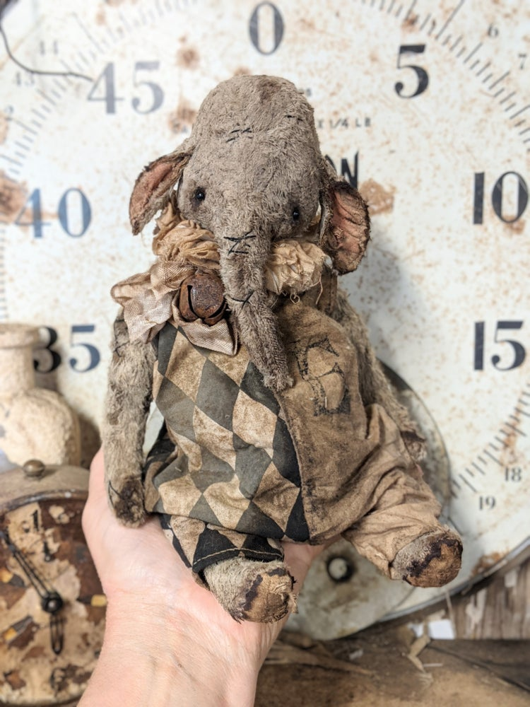 """Image of 9.5"""" - the Old Worn Fat primitive vintage style Ellyfont in romper by Whendi's Bears"""