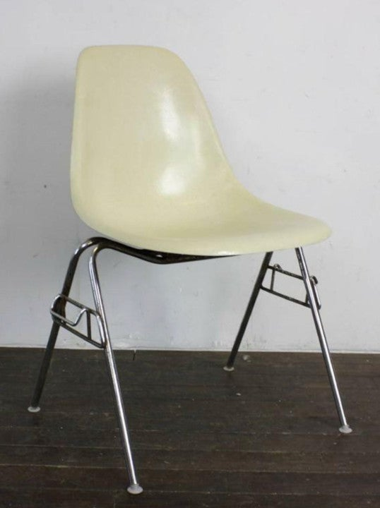 Image of Set of 4 Eames Herman Miller Stacking Chairs in Parchment