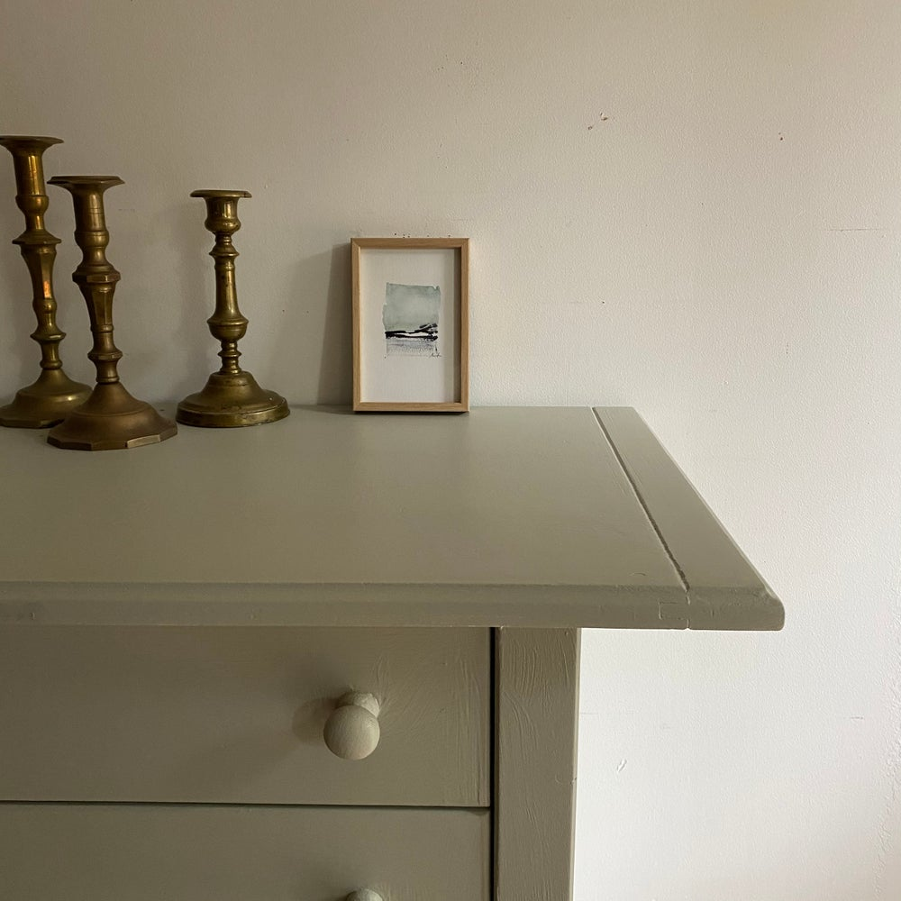 Image of Commode #602