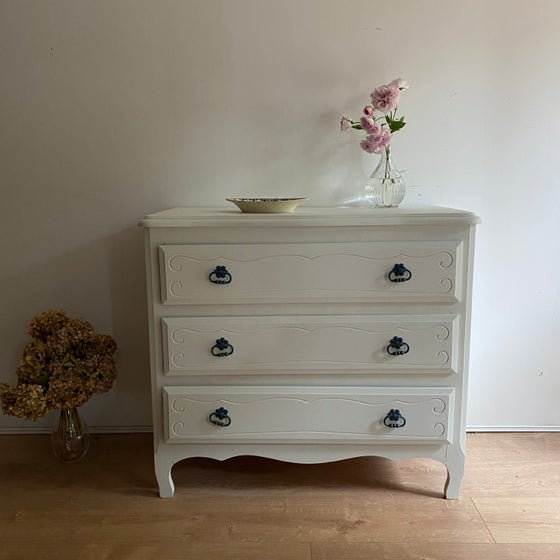 Image of Commode #606