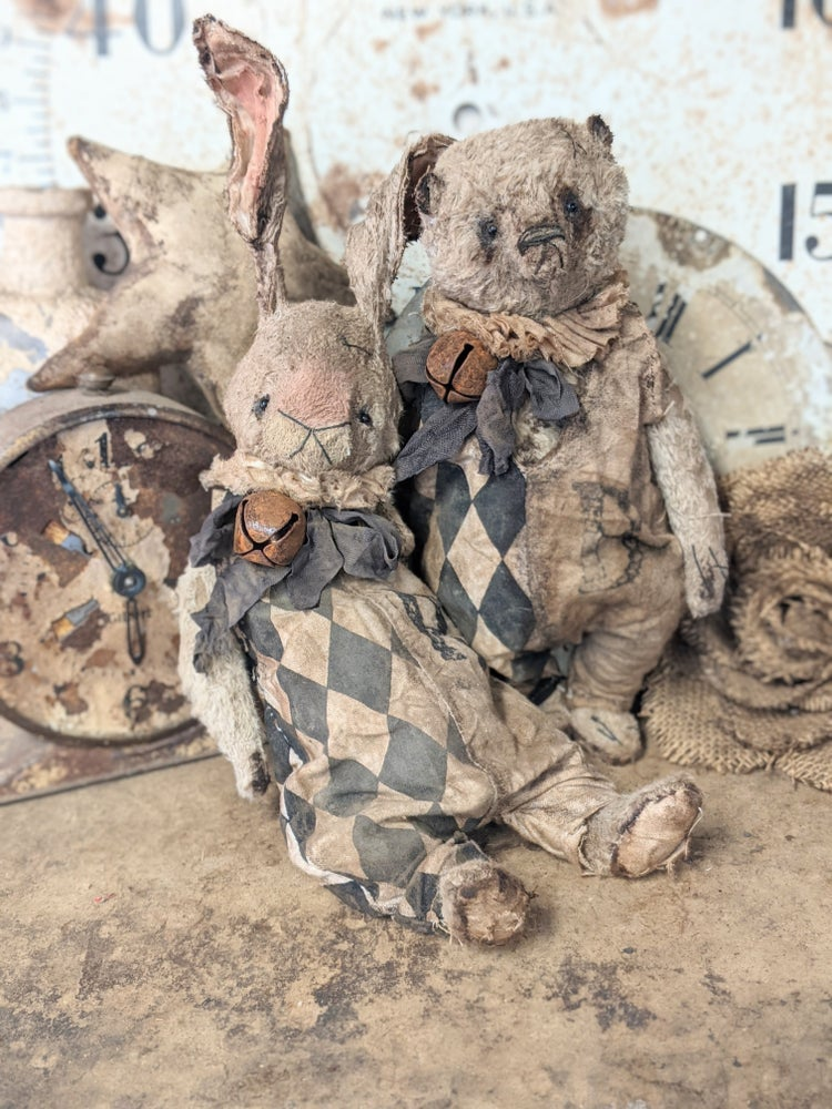 """Image of 11"""" - Old Vintage Primitive style Rabbit in romper & ruff by Whendi's Bears"""