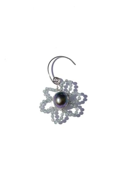 Image of mini daisy earring