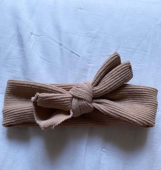 Image of Lot chaussettes hautes et noeud camel