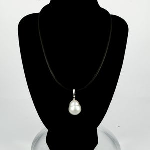Image of Extra large cream baroque pearl pendant. CP1147