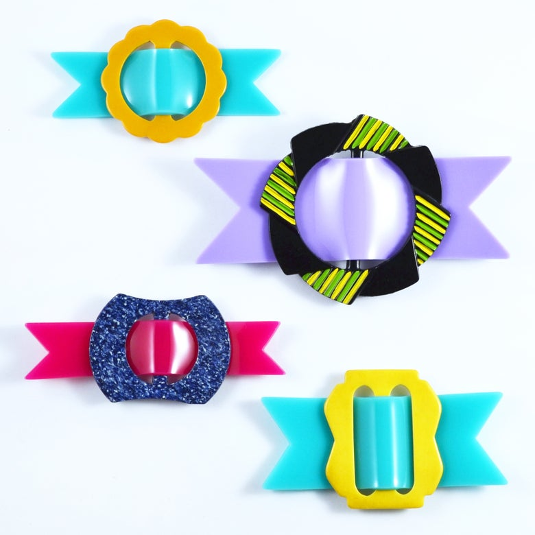 Image of Buckle brooches 137 to 140
