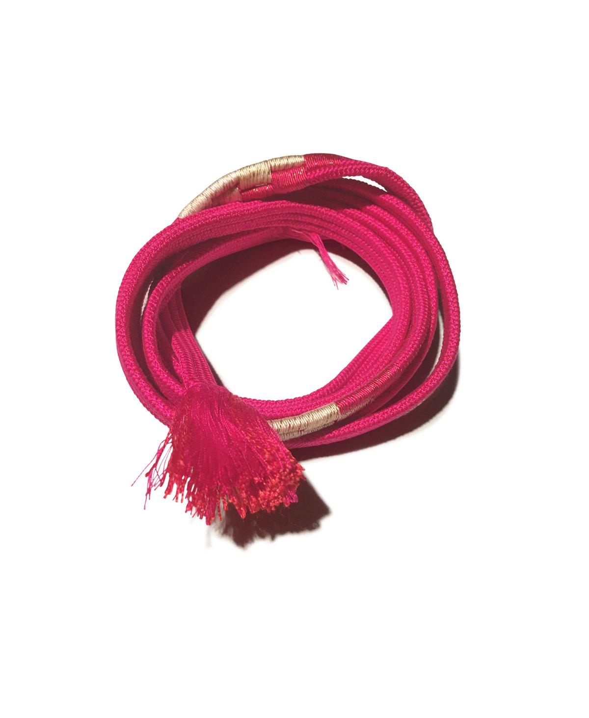 Image of Pink silkebælte med hvidt mønster