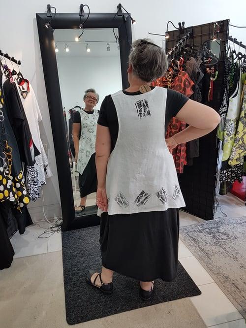 Image of summer vest, black and white  size MEDIUM