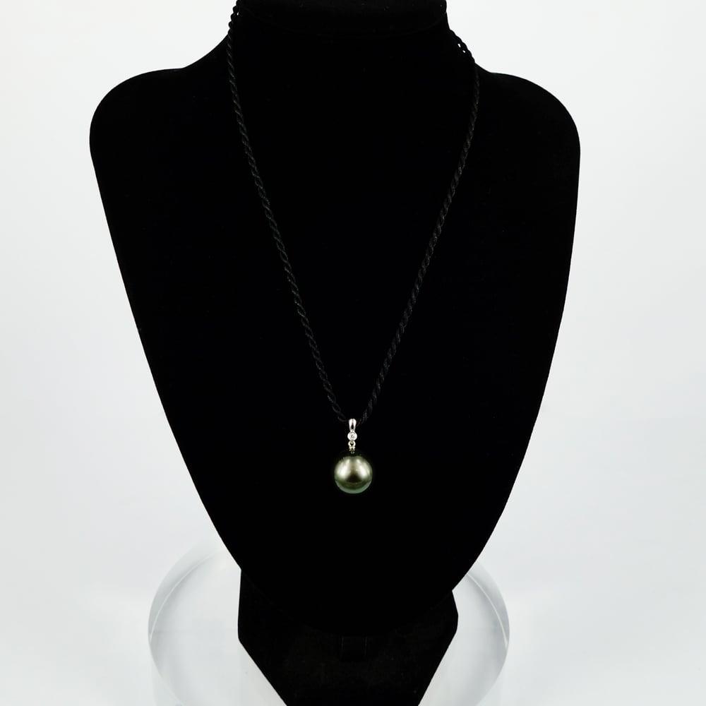 Image of Tahitian Pearl and Diamond pendant. CP1145