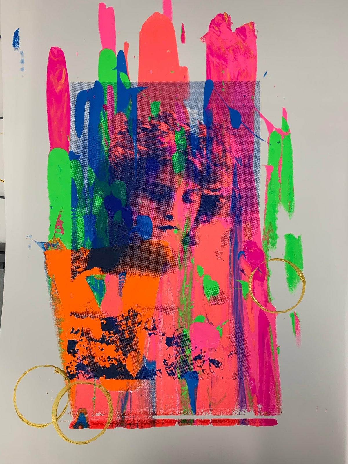 Image of Neon Gladys 3/4