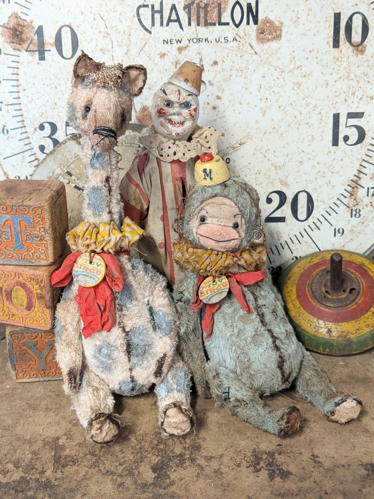 """Image of 10""""  Schoenhut Old Toy Circus Giraffe with GRAY Spots by Whendi's Bears"""