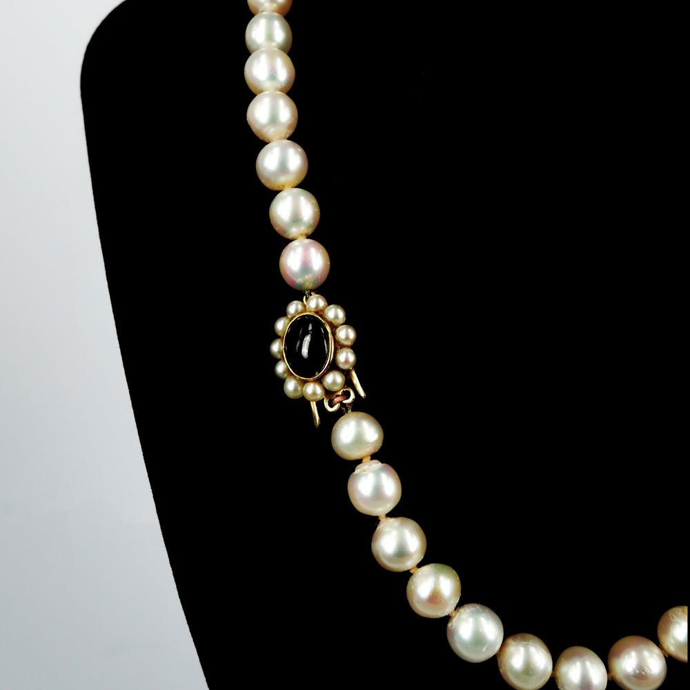 Image of Excellent quality Akoya cultured pearl necklace with 9ct yellow gold pearl clasp.