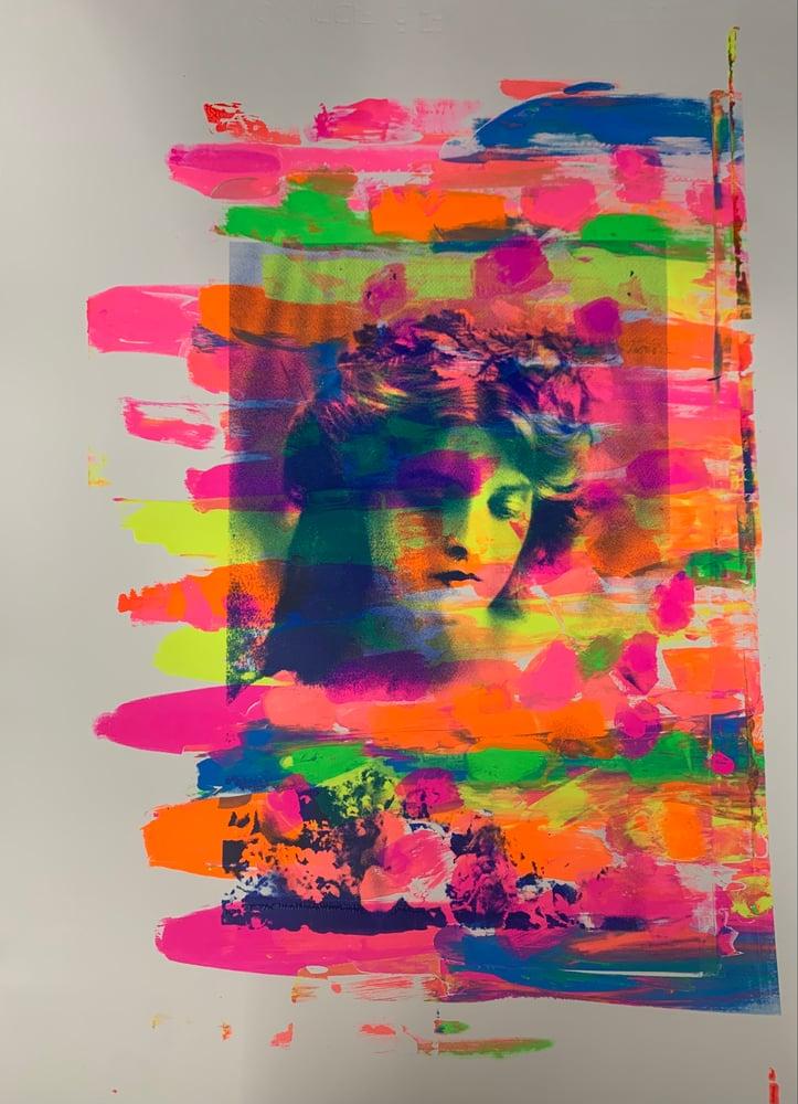 Image of Neon Gladys 4/4