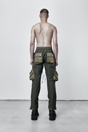 Image of MILITARY GREEN CONTRAST CARGO PANT