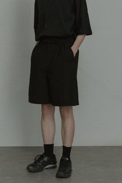 Image of TRAN - 連腰帶寬短褲 (黑)