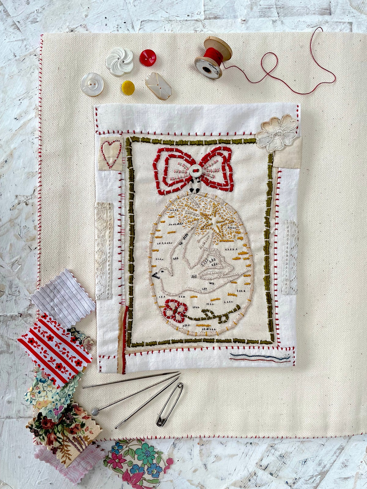 Image of 'Dove & red rose Christma bauble' embroidery templete