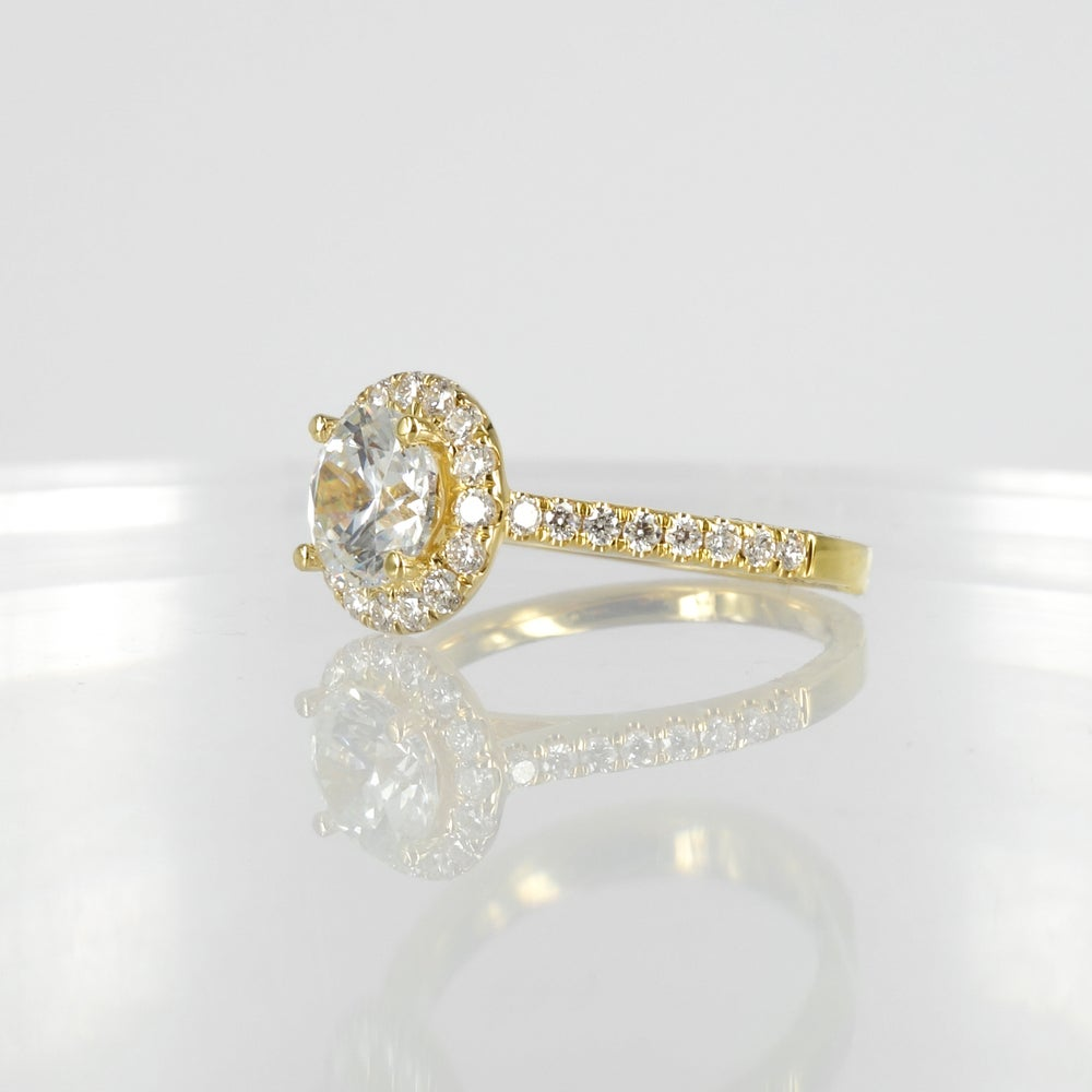 Image of 18ct yellow gold cluster diamond ring. PJ5784