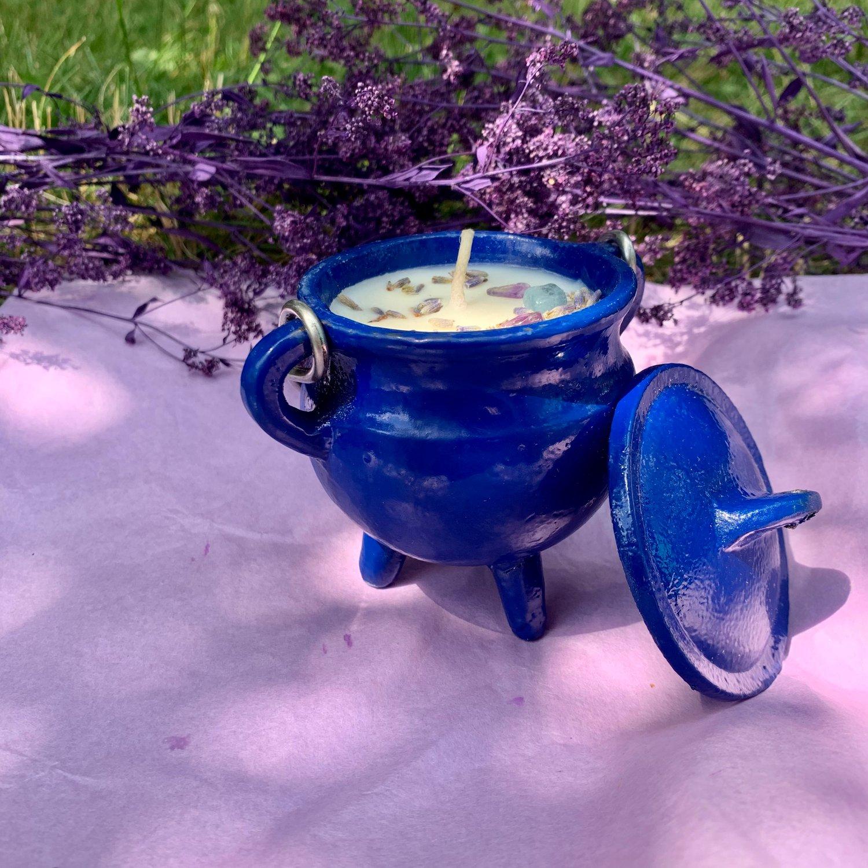 Warm Vanilla Sugar Happiness 4 oz Blue Cauldron Candle