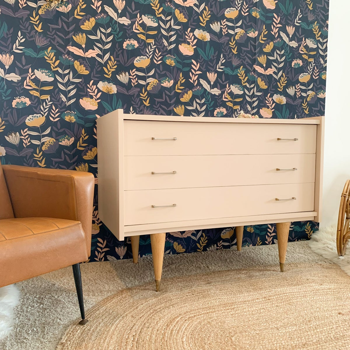 Image of VENDUE/SOLD OUT Commode Flower