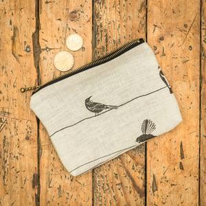 Image of 'NZ Birds' Linen Zippy Purse
