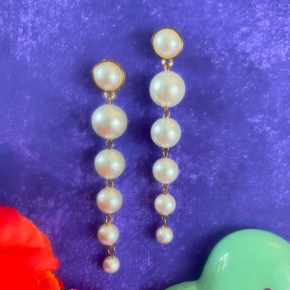 Image of HIGH GLAMOUR PEARL EARRINGS