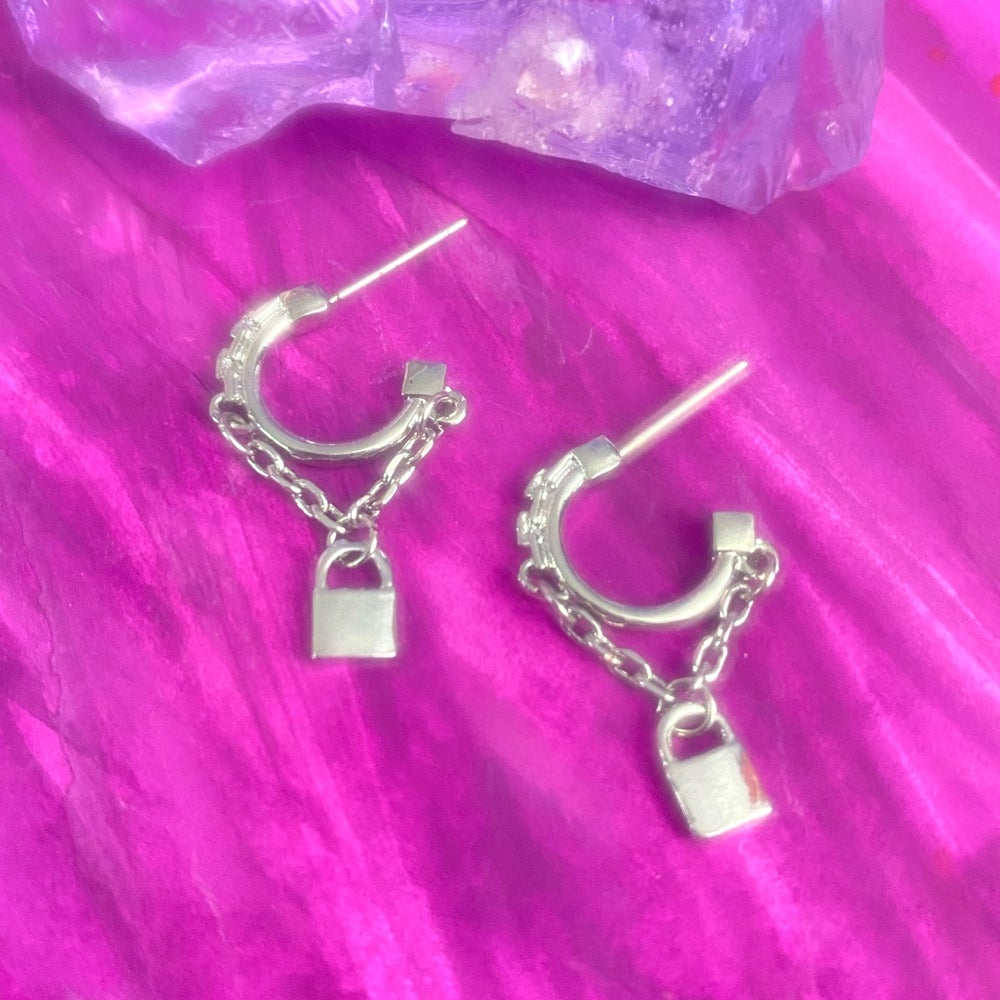 Image of TINY LOCK AND CHAIN HOOPS