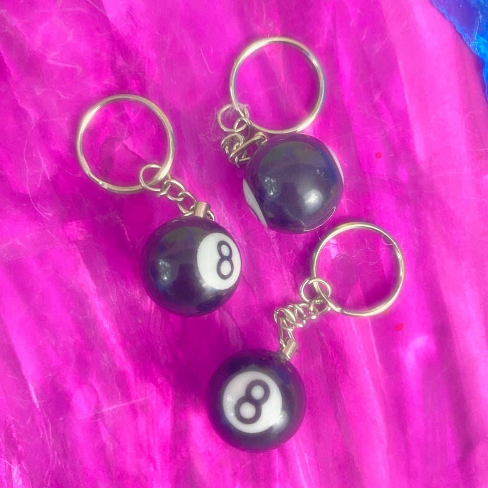 Image of LUCKY EIGHT BALL KEYCHAIN