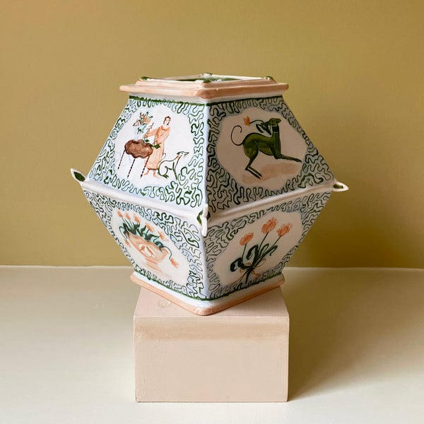 Image of Arranging Flowers Caddy - Romantic Vase