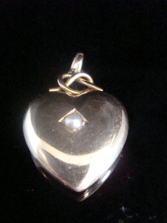 Image of VICTORIAN 15CT HIGH CARAT SEED PEARL HEART PUFF PENDANT 4.2g