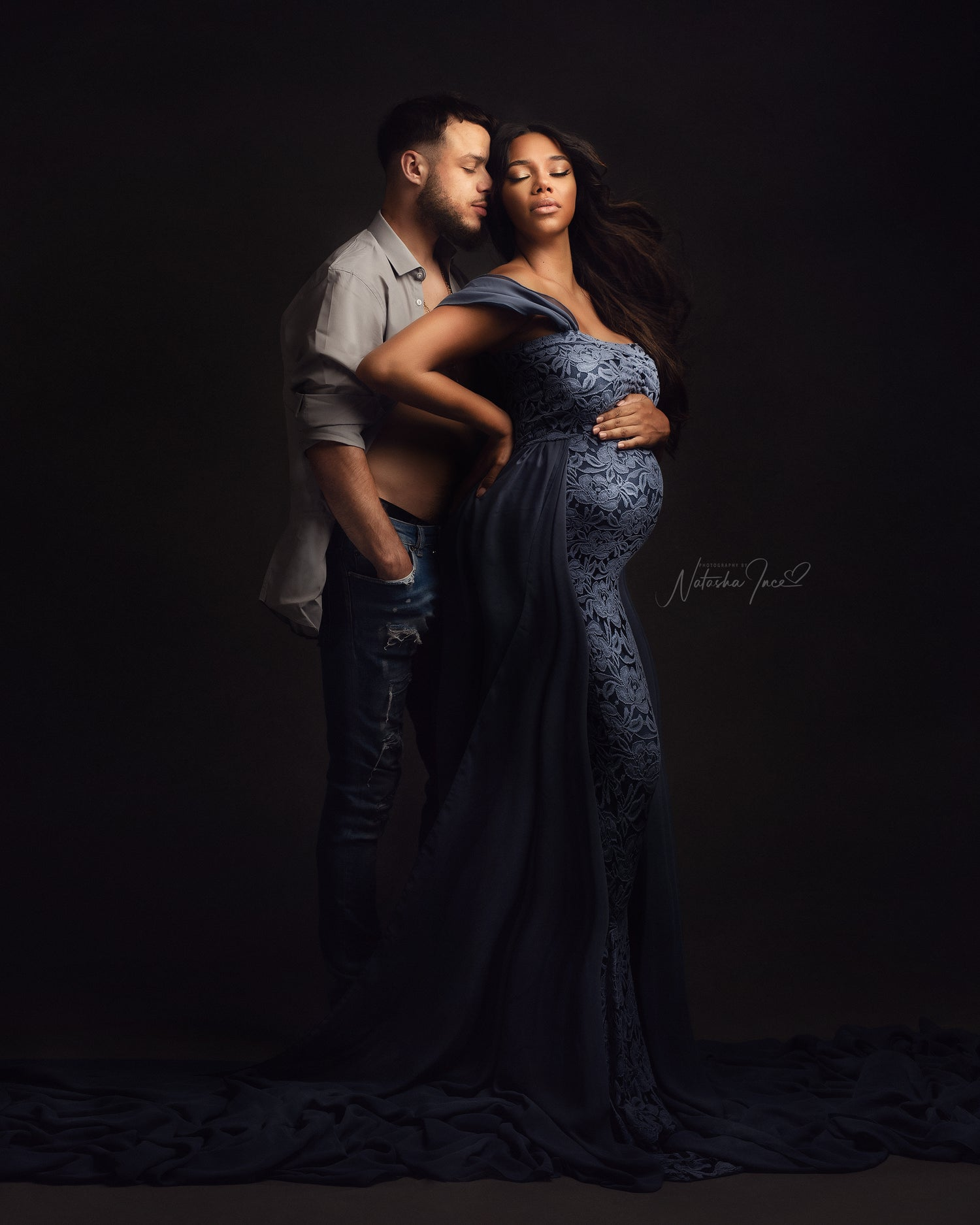 Image of MATERNITY COUPLE POSING VIDEO