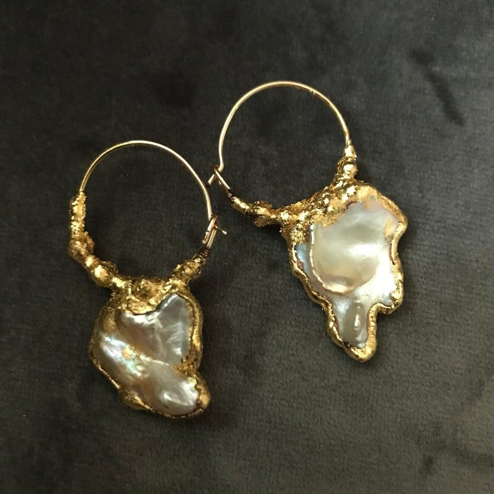 Image of LUMINOUS pearl hoops II