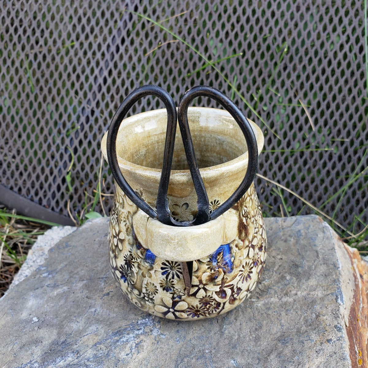 Image of Small Crafter's Catch-all and steel bonsai snips: Mountain Flower Honey