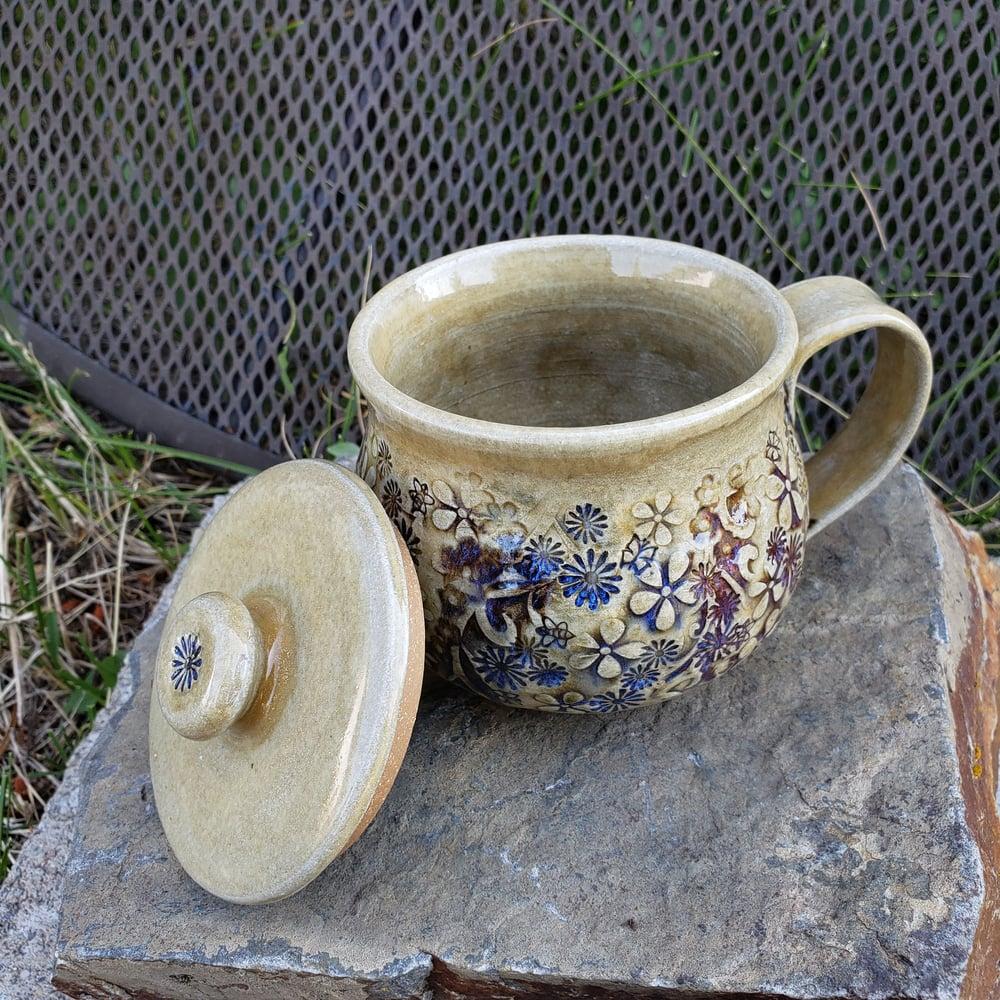 Image of Globe Mug with Lid: Mountain Flower Honey