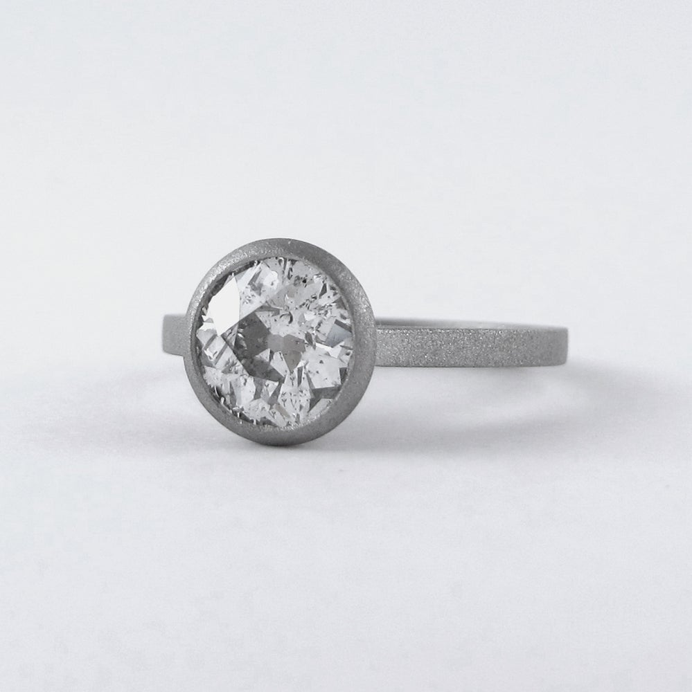 Image of ONE DIAMOND RING - 18K / PLATINUM