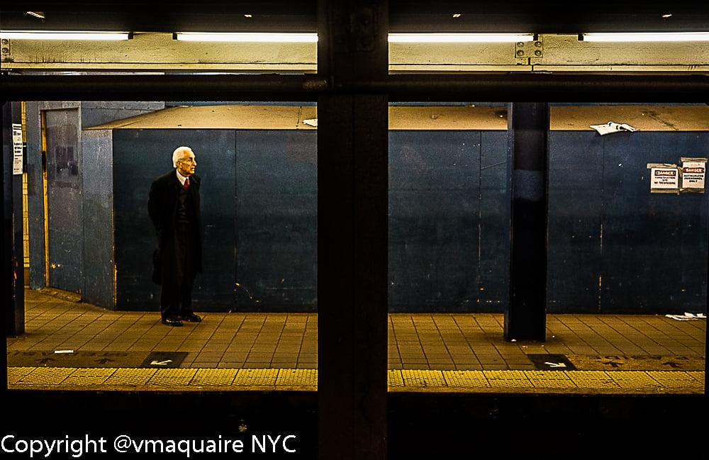 "Image of PHOTO TIRAGE ""ALONE NYC METRO"" de V MAQUAIRE"