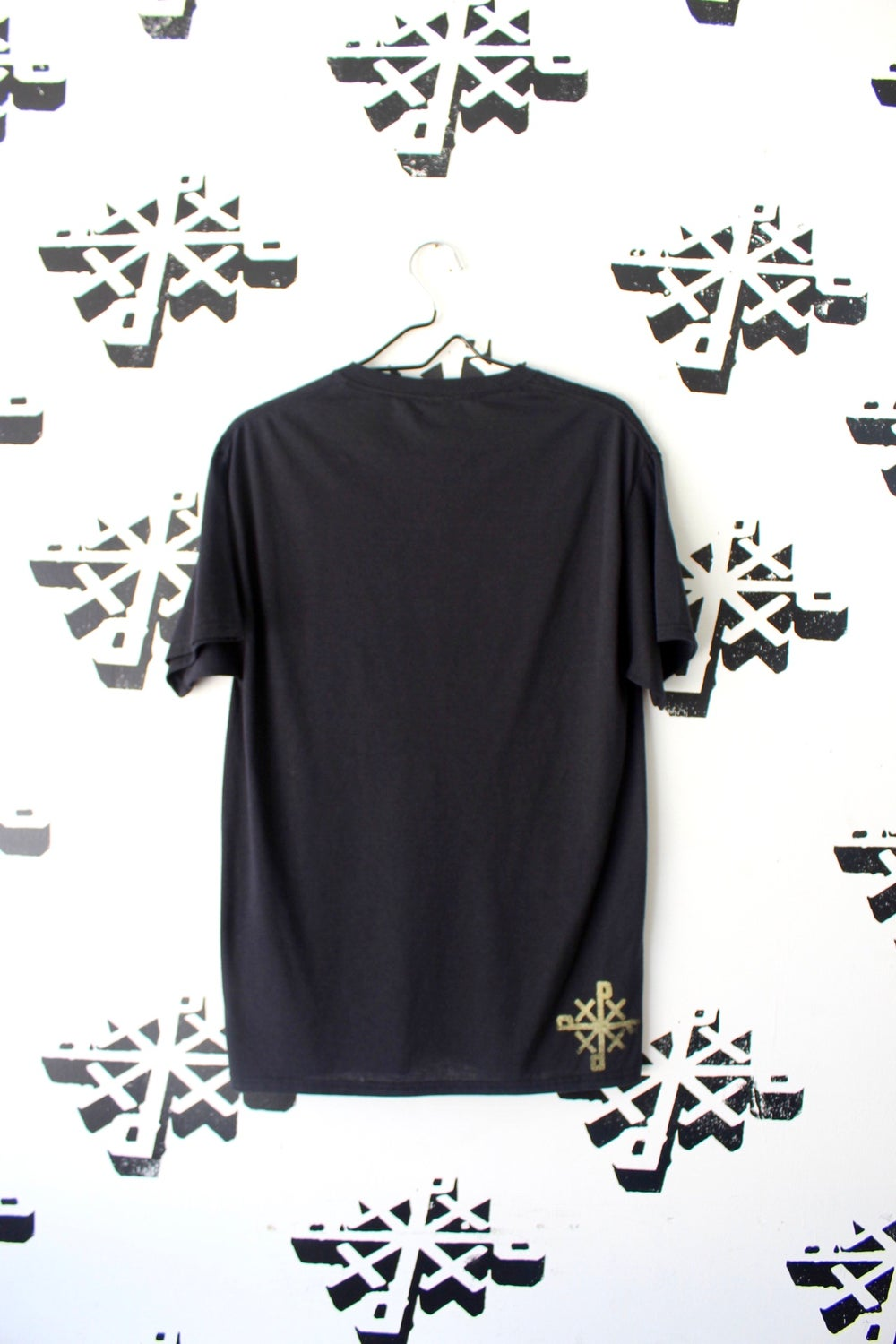 the movers and shakers tee in black