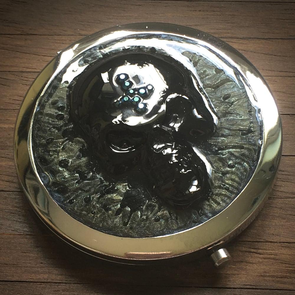 3D Resin Skull Compact Handbag Mirror in Silver