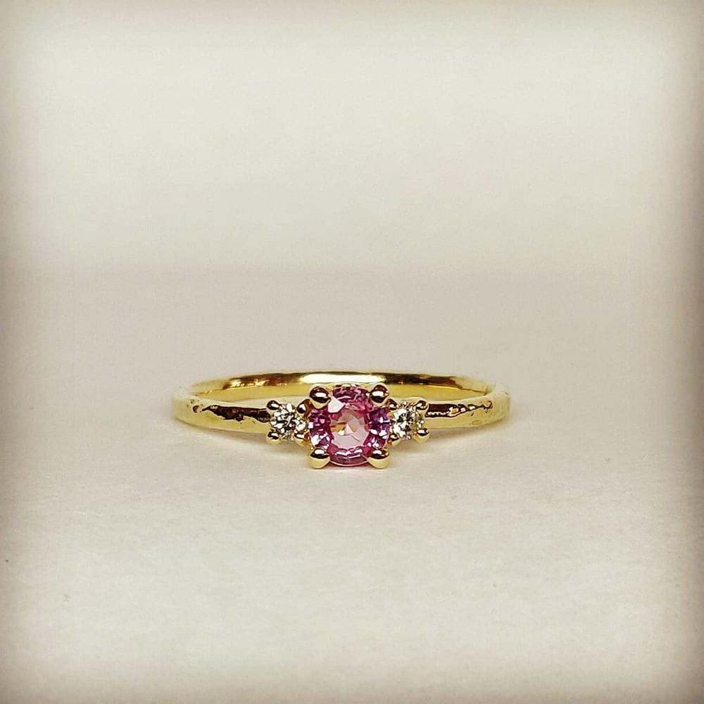 Beeld van Sapphire and diamonds