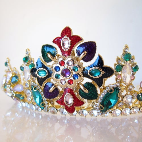 Image of Harlequin crown (RENTAL ONLY)