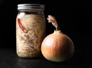 Image of Pickled yellow German Stuttgarter onion 16oz pint