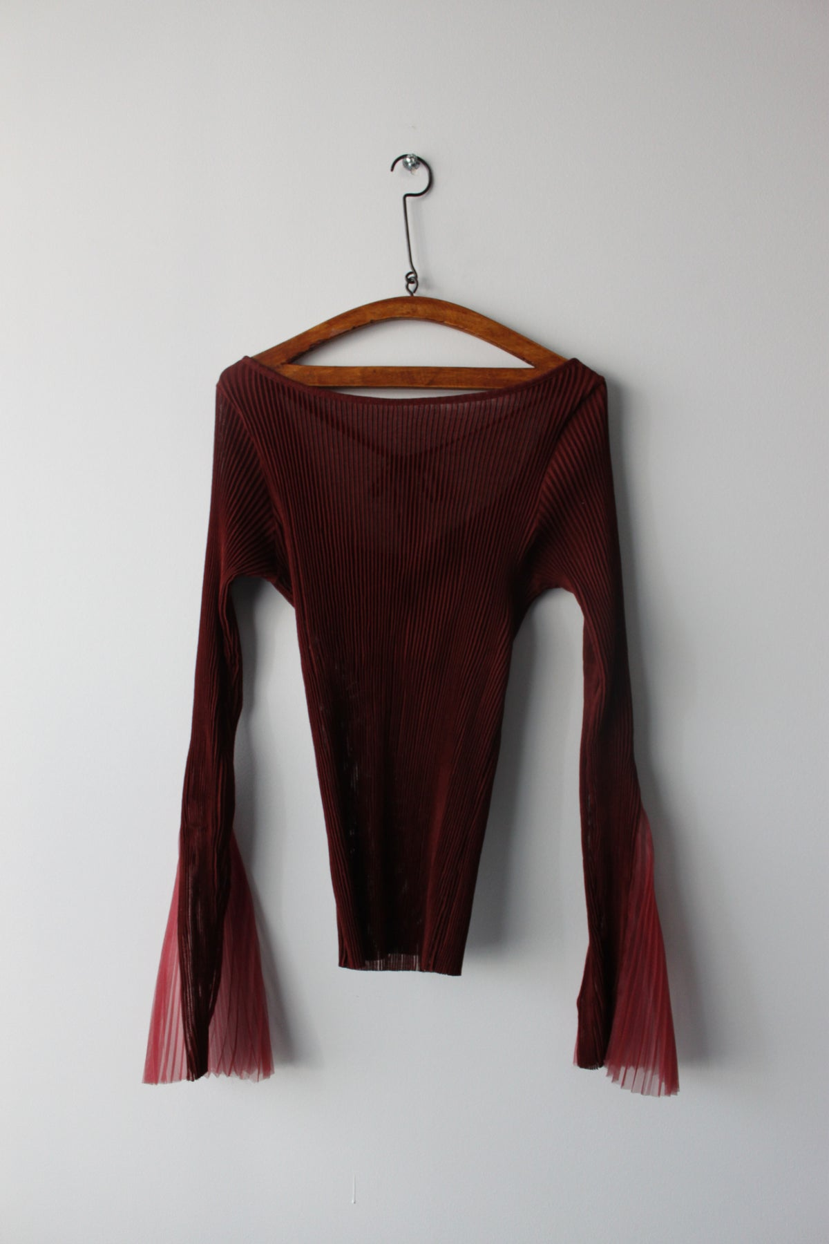 Open-back textured jersey top with pleated cuff