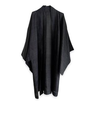 Image of Kort Herre kimonojakke af koksgrå silke m stipper