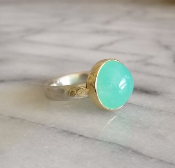 Image of Chrysoprase and 18 carat yellow gold ring