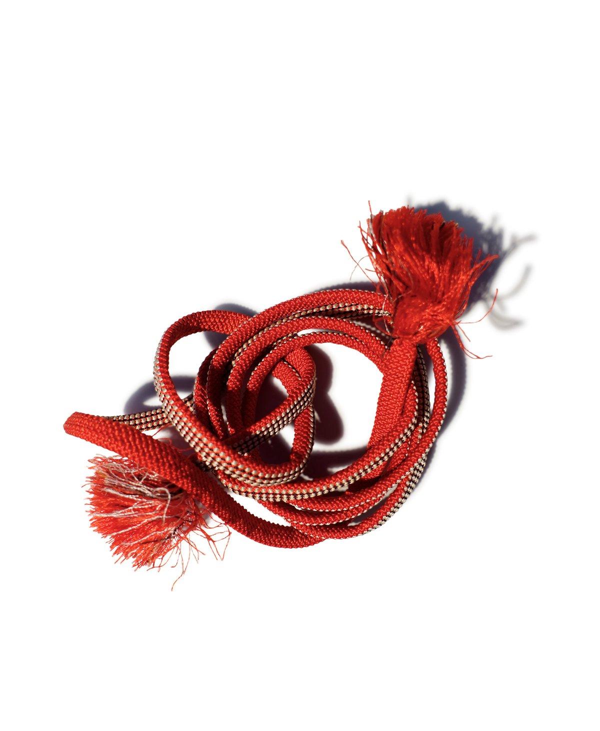 Image of Rødt silkebælte m. hvidt prikmønster