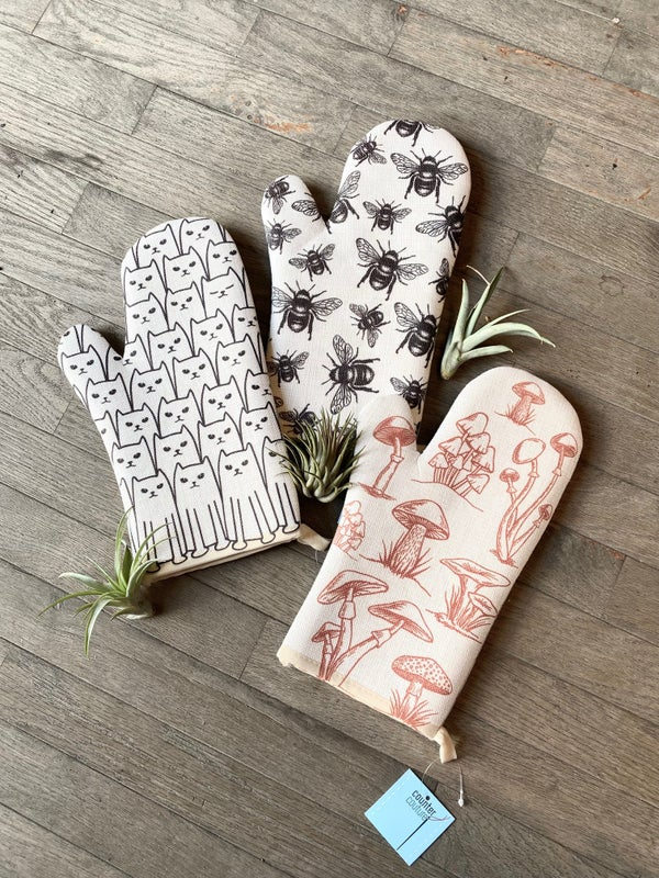 Image of Counter Couture Oven Mitt