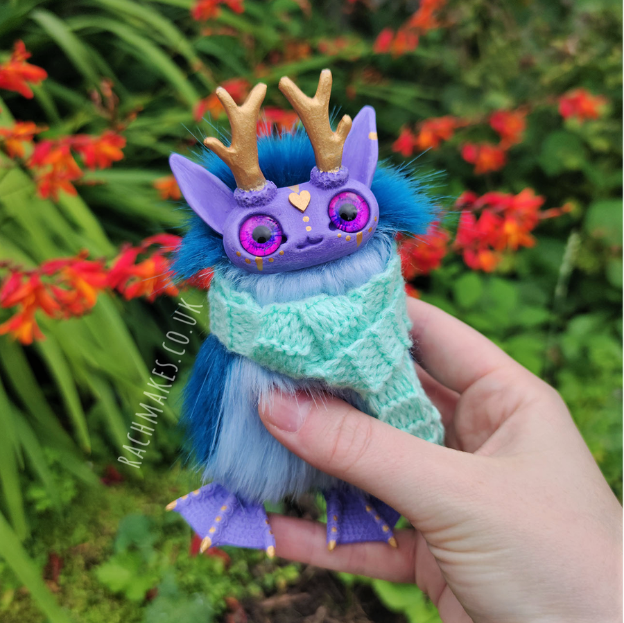 Image of Blue and Lilac Cosy Staglett