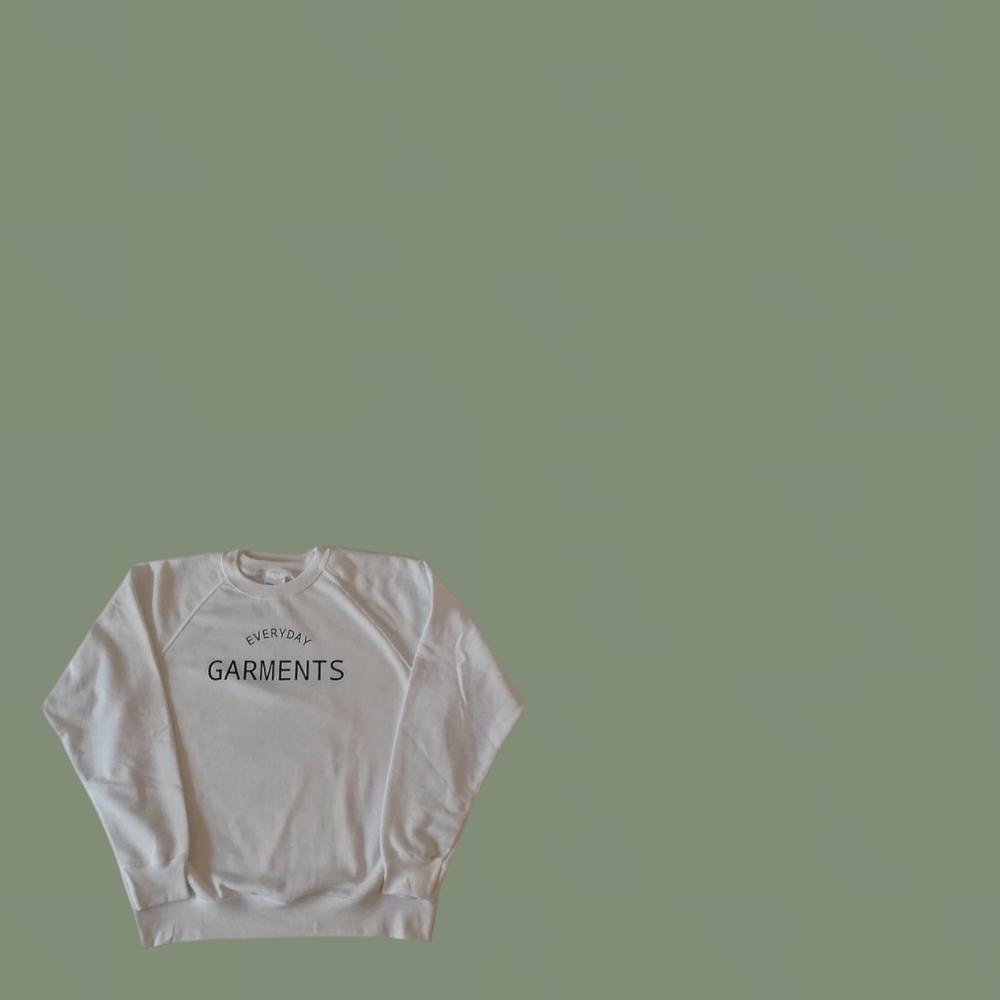 Image of EVERYDAY GARMENTS SIMPLE DESIGN RAGLAN SWEATERS