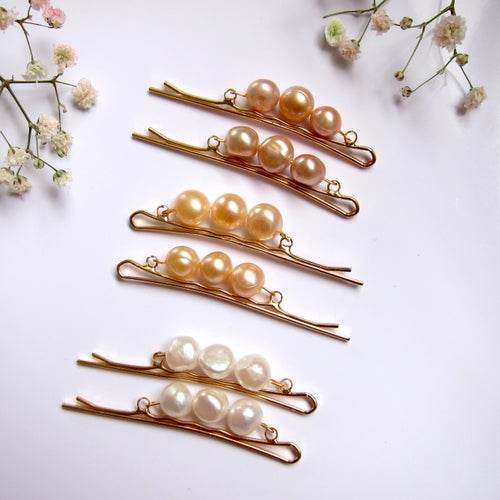 Image of Maeve freshwater pearl hair pins