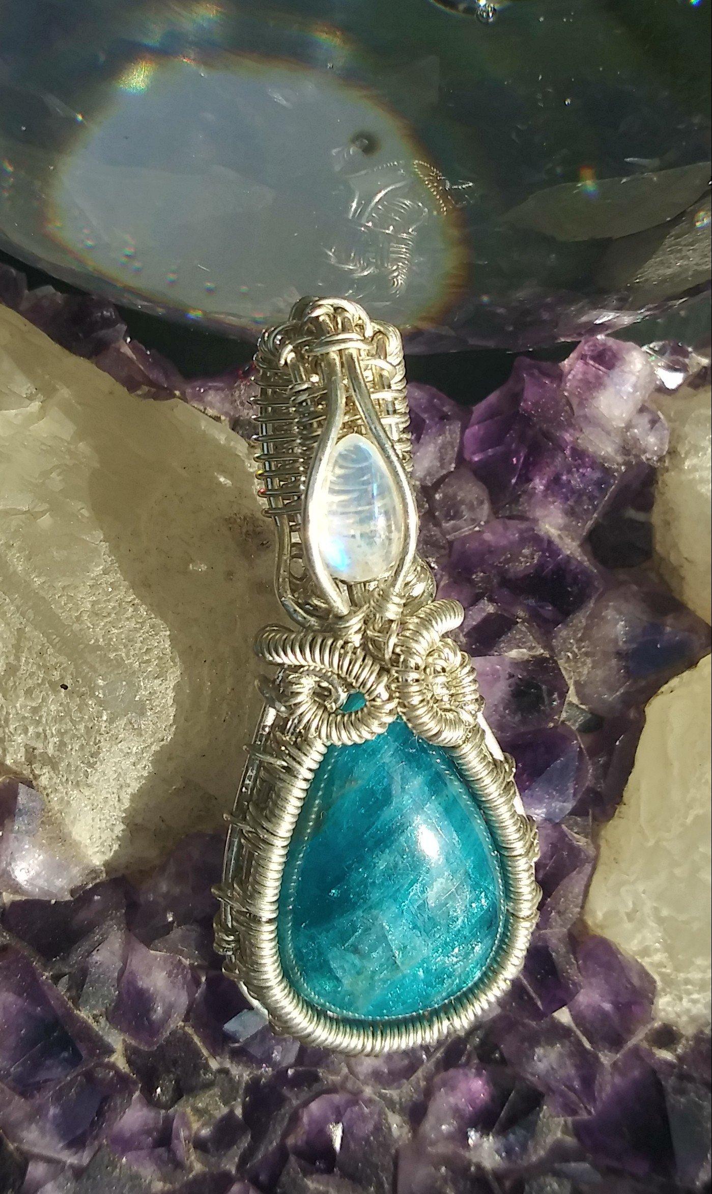 Image of Deep Blue Apatite w/ Rainbow Moonstone