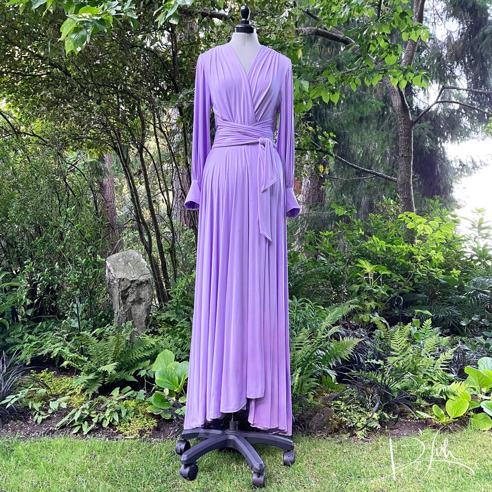 """Image of Lilac """"Bev"""" Dressing Gown"""